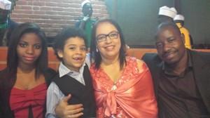 Miss. Ronalda e família